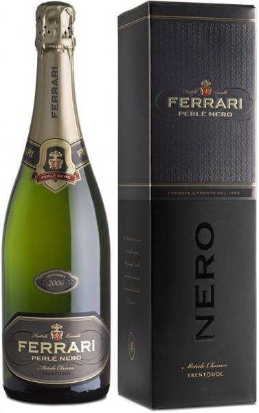 """Игристое вино Ferrari, """"Perle Nero"""", Trento DOC, 2006, gift box"""