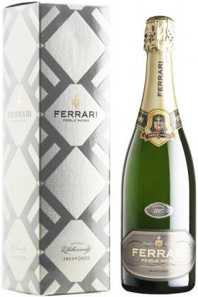 """Игристое вино Ferrari, """"Perle Nero"""", Trento DOC, 2007, gift box"""