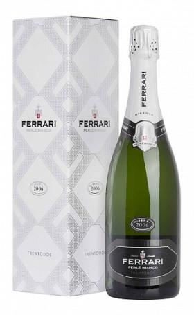 Игристое вино Ferrari Perle Bianco Riserva gift box 2008 0.75л